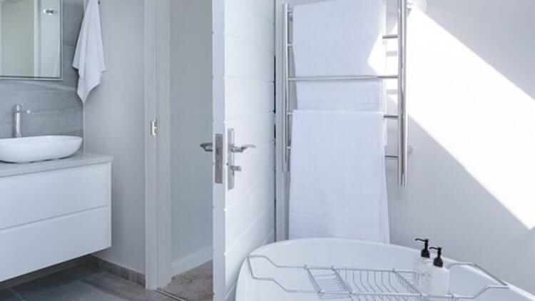 Mejores toalleros eléctricos para baño: Eficientes y a buen precio